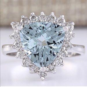 Jewelry - 💎 Stunning Triangle Shaped Aquamarine Ring